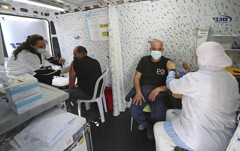 Corona-Impfung in Tel Aviv