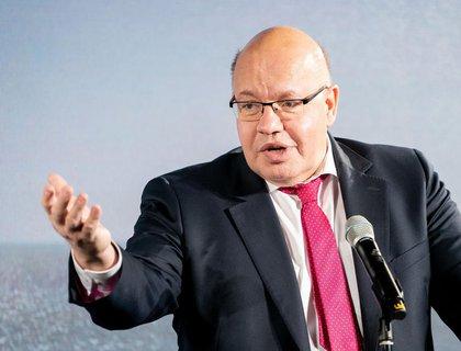 Minister Altmaierkritisiert bei der geplanten bundesweitenCorona-Notbremseeine zu lasche Regelung in Schulen.