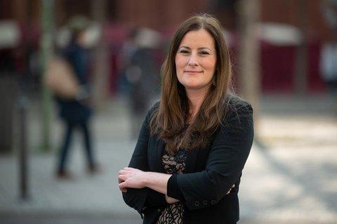Janine Wissler kritisiert die bundesweite Schwelle für das Aussetzen des Präsenzunterrichts.