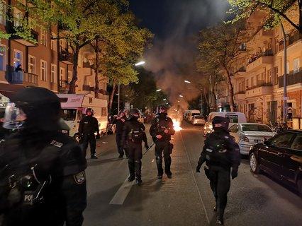 Brennende Barrikaden auf der Pannierstraße.