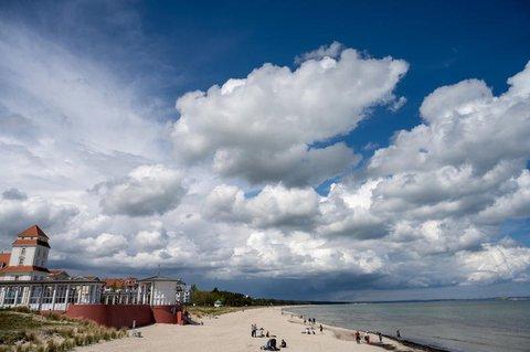 Viele Touristen wartend darauf, endlich wieder an der Ostsee Urlaub machen zu dürfen.