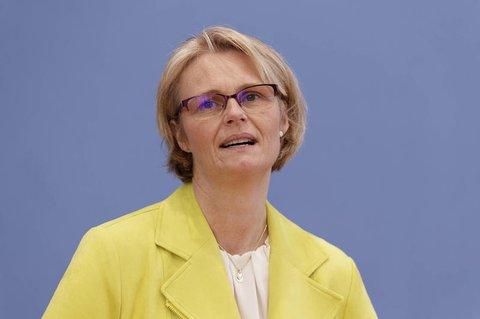Bundesbildungsministerin Karliczek sieht im Landtagswahlergebnis ein Signal für den Bund.