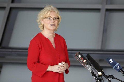 Denkt über eine Aufhebung der Maskenpflicht nach: Ministerin Christine Lambrecht