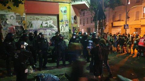 Polizeibeamt:innen an der Liebigstraße