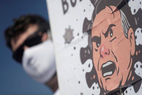 Ein Plakat mit dem Gesicht des brasilianischen Präsidenten Jair Bolsonaro