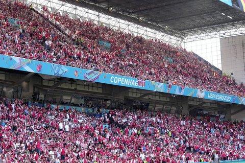 Fans beim Spiel Dänemark gegen Belgien.