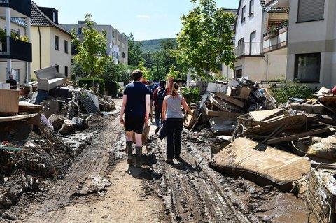 Freiwillige Helfer unterwegs in Bad Neuenahr.