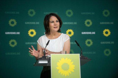 Grünen-Ko-Chefin Annalena Baerbock fordert den Fokus auf Schulen und Kitas zu legen.