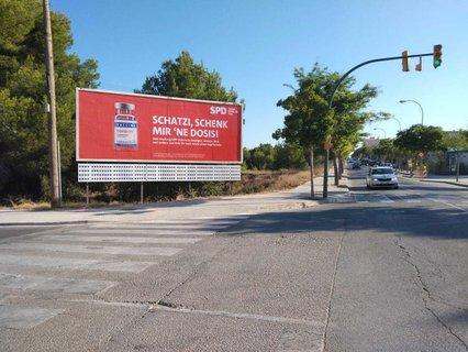 «Schatzi, schenk mir 'ne Dosis» steht auf einem SPD-Plakat auf Mallorca.