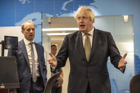 Premierminister  von Großbritannien, Boris Johnson (r) und Außenminister von Großbritannien, Dominic Raab (l).