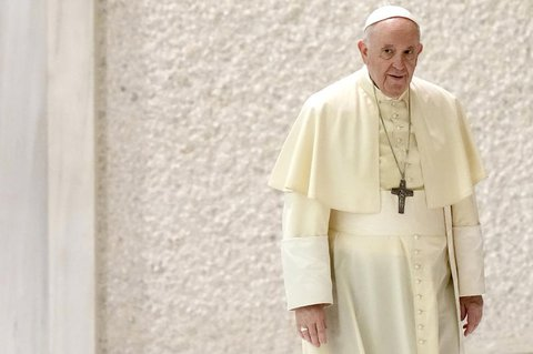 Papst Franziskus verwechselte im Interview Merkel mit Putin.