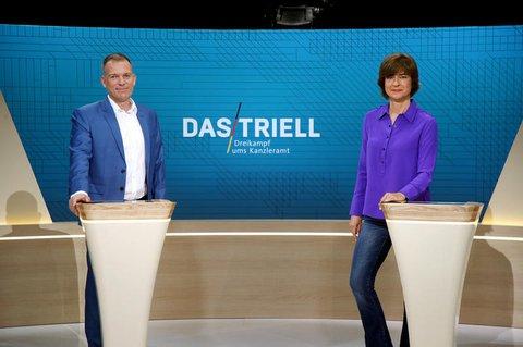 Oliver Köhr und Maybritt Illner moderieren.