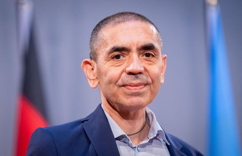 Ugur Sahin, Vorstandsvorsitzender von Biontech, lächelt auf einer Veranstaltung in der Barenboim-Said-Akademie.
