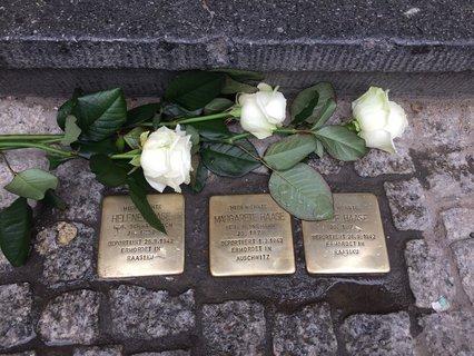 Die Stolpersteine von Helene, Margarete und Josef Haase vor der Karl-Marx-Straße 100