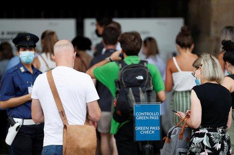 """Auch Touristen müssen vierlerorts den""""grünen Pass"""" vorweisen."""