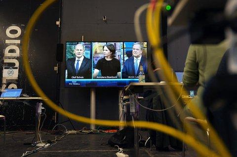 Das dritte TV-Triell bei ProSieben und Sat.1, mit Olaf Scholz (l-r), Annalena Bearbock und Armin Laschet