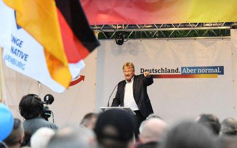 Der Co-Vorsitzende der rechtsextremen Partei Alternative für Deutschland (AfD) Jörg Meuthen spricht während der letzten Wahlveranstaltung AfD vor dem Schloss Charlottenburg in Berlin.