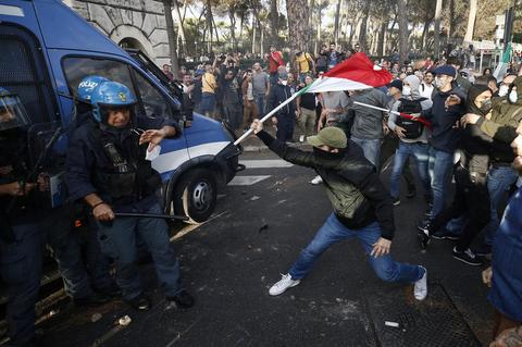 Ausschreitungen bei einer Corona-Demonstration in Rom