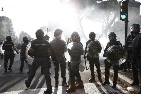 Polizeieinsatz bei einer Corona-Demo in Rom
