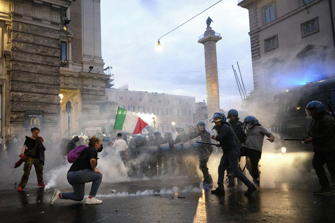 Bei den Corona-Protesten in der italienischen Hauptstadt kam es zu Zusammenstößen zwischen Demonstranten und der Polizei.