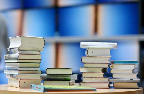 84 Prozent der Befragten greifen zu gedruckten Büchern.