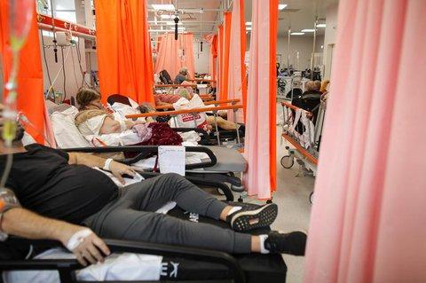 Völlig überfüllt ist diese Intensivstation in Bukarest.